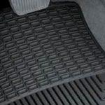 Szybkie i łatwe porady dotyczące czyszczenia samochodowych mat podłogowych