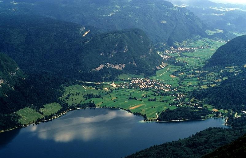 Znajdź piękno i cudo w jeziorze Bohinj